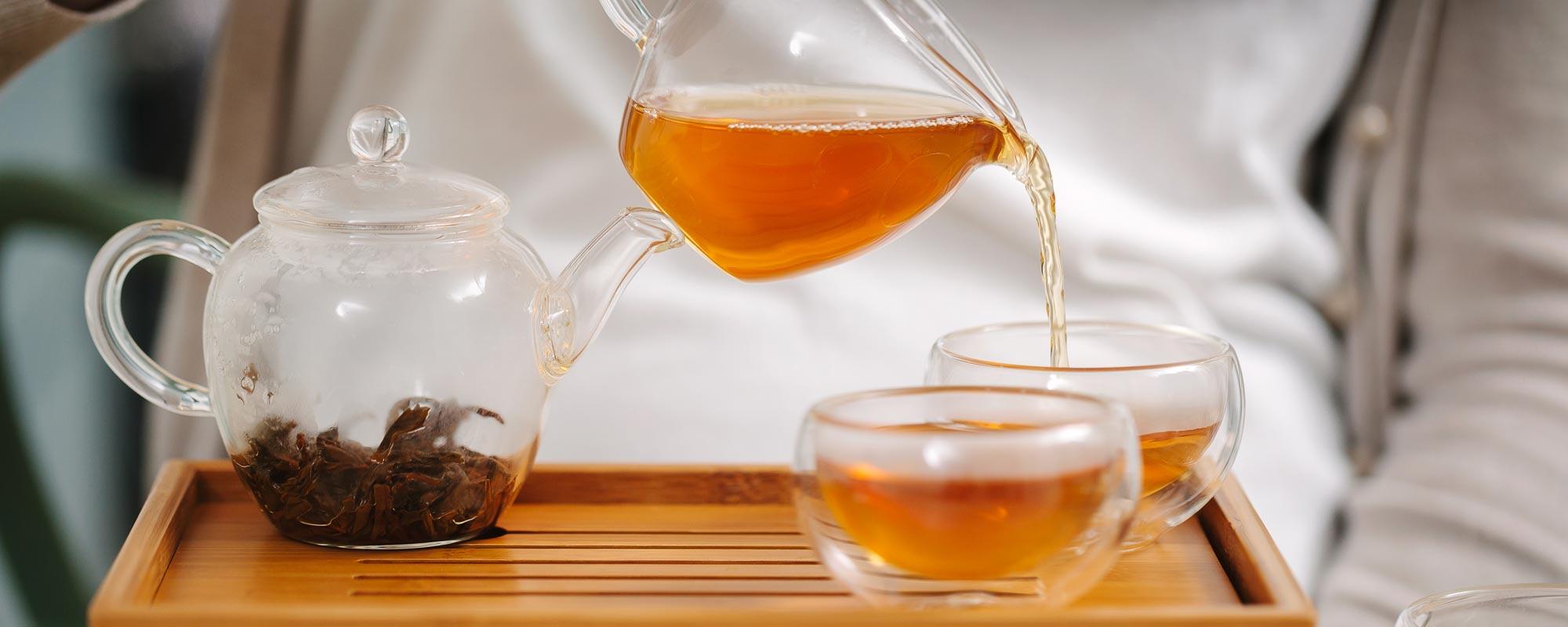pour-tea-into-cups_lifestyle_blog