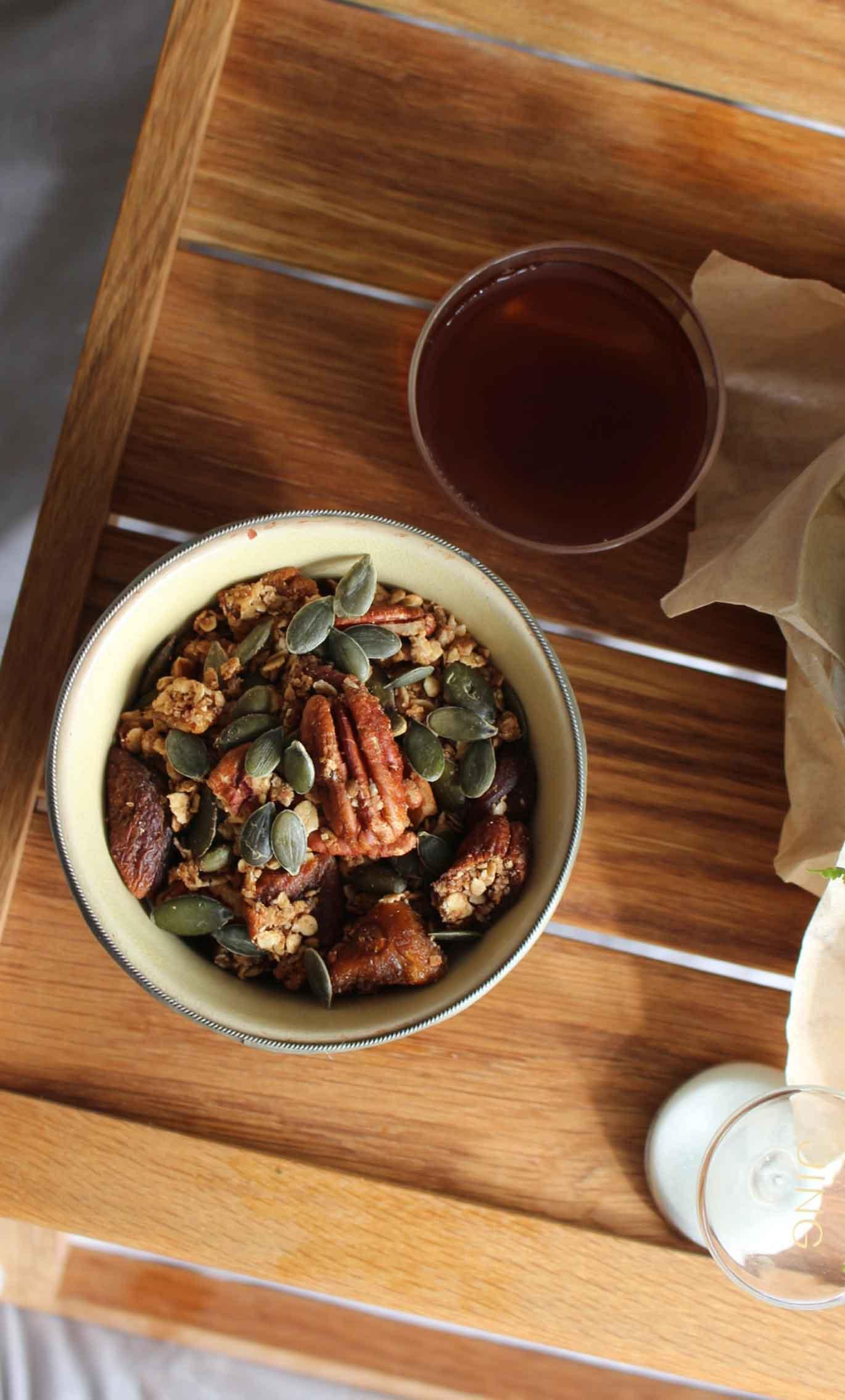 Breakfast Tea Pairing : Granola and Yunnan Gold Black Tea