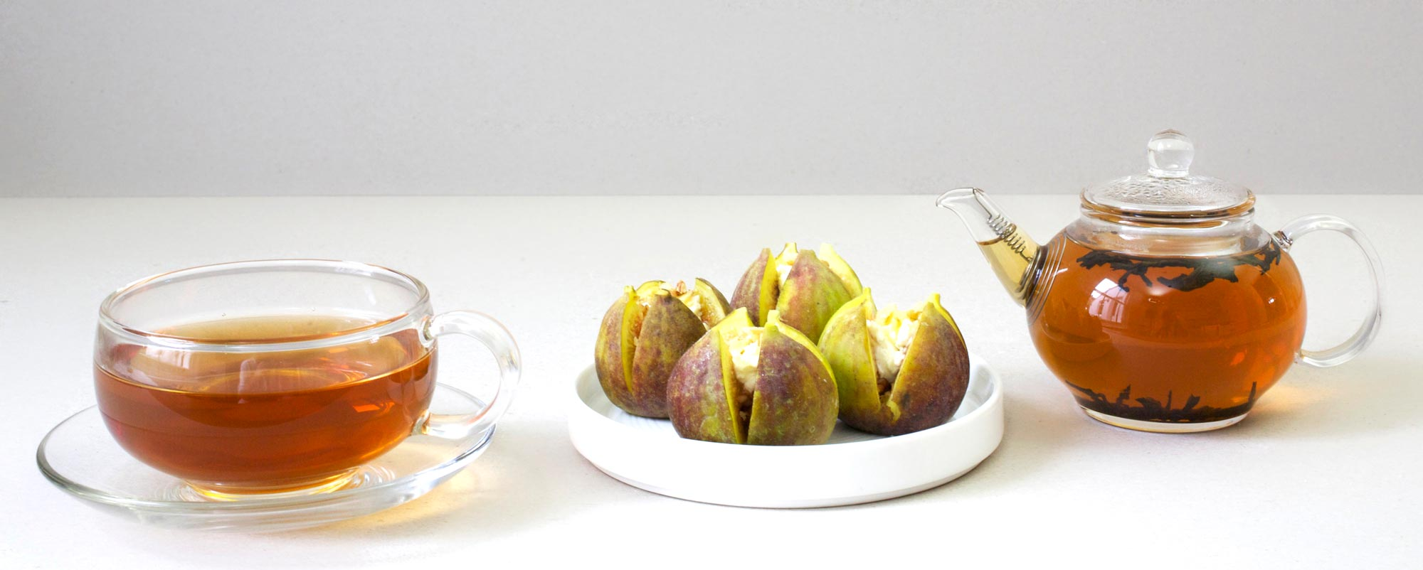 Dish of fresh figs with glass teapot set