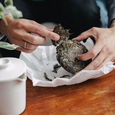 These long, pressed tea leaves come apart easily so you can simply prize off a chunk of leaf and begin infusing.