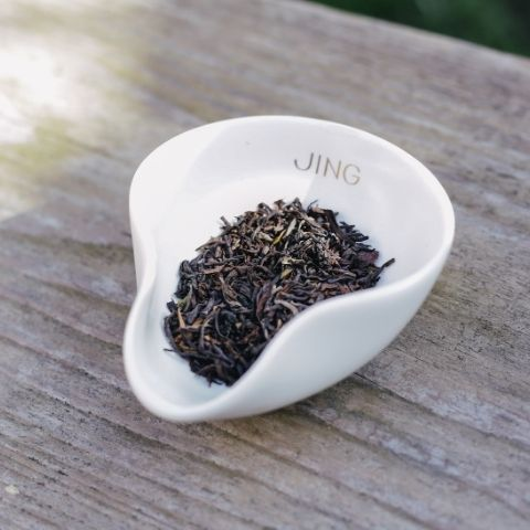 Tom is looking for a second flush that delivers supreme refreshment, lots of black tea warmth and the abundant fragrances of Darjeeling, which range from fruity to grassy to floral.