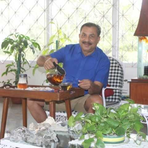 Talat usually drinks 4-5 cups of Assam tea a day with a slice of fresh lemon or lime.