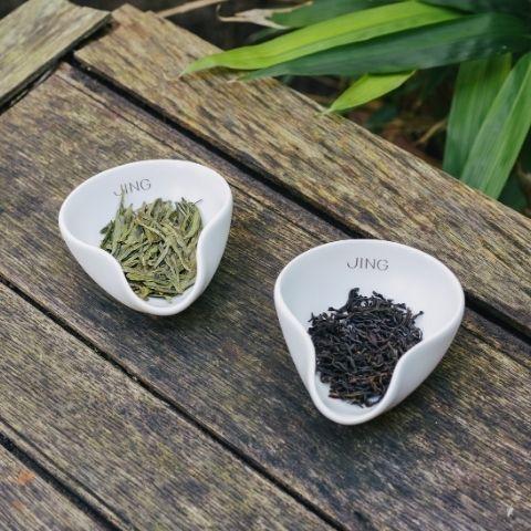 Green tea (left) is unoxodised, while black tea (right) is fully oxidised.