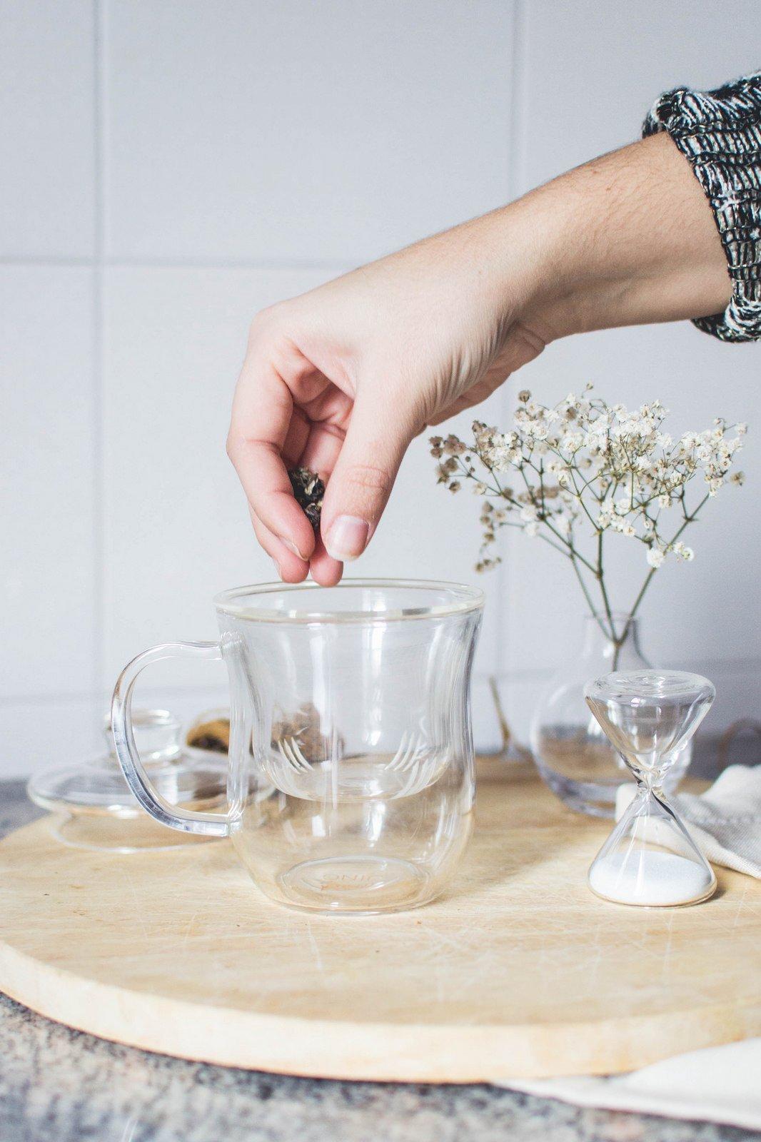 Making Tea in the JING Infuser Mug