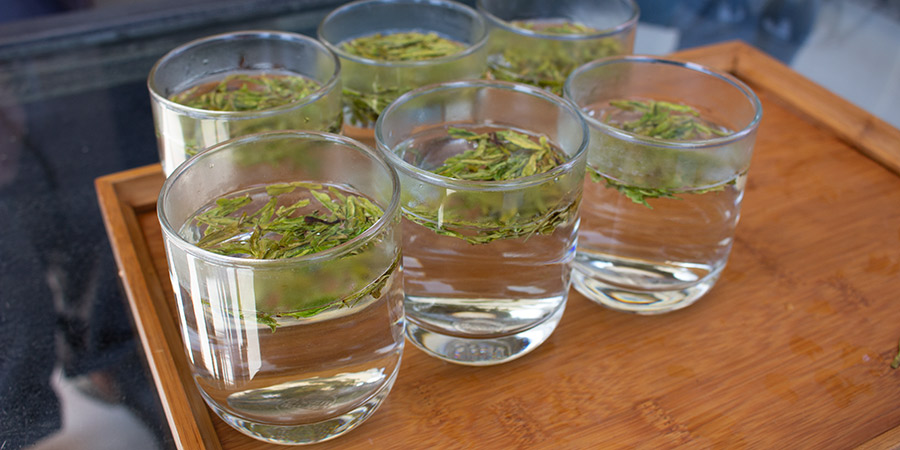 Builder's tea in China is typically loose leaves from a single origin dropped into a glass