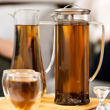 This amber coloured oolong can be enjoyed as a hot or cold infusion.